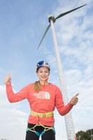 Spektakuläres Windrad-Klettern mit Weltmeisterin Jessica Pilz